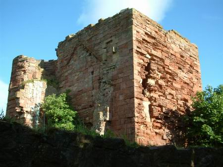 macduff castle, a good view of the tower from the path